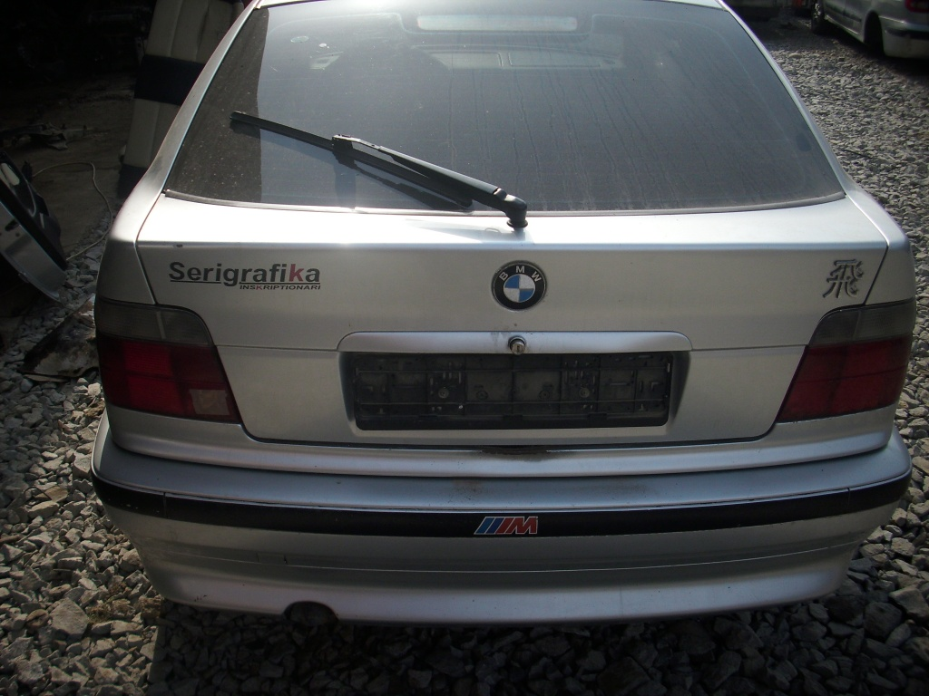 Dezmembrez BMW 318, 2 Usi
