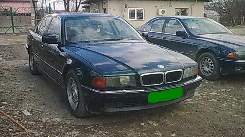 Dezmembrez BMW 730i E38