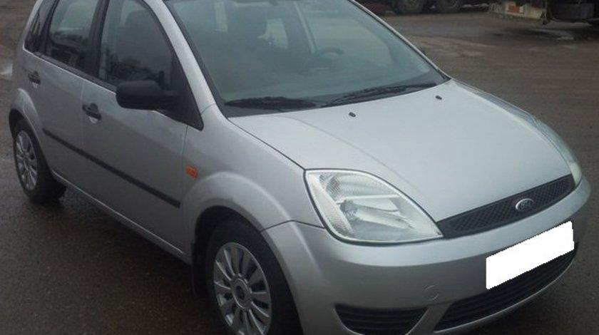 Dezmembrez Ford Fiesta V, 2004 1.3i