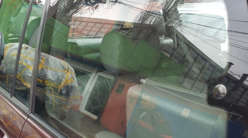 Dezmembrez geam fix in aripa spate stanga dreapta Toyota LandCruiser J100