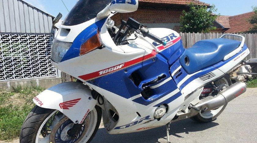 Dezmembrez Honda cbr 1000f sc 24 din 1992