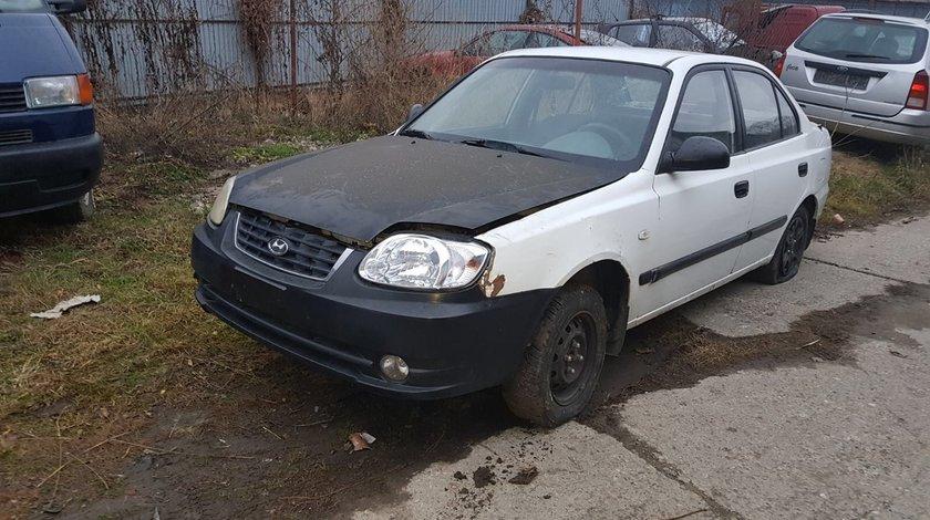 Dezmembrez Hyundai Accent an 2004 motor 1.6  benzina
