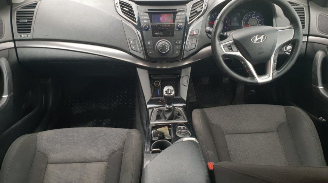 Dezmembrez Hyundai i40 2012 hatchback 1.7 crdi d4fd