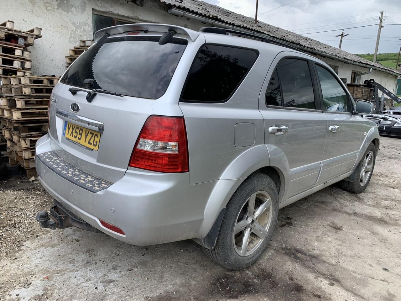 Dezmembrez Kia Sorento 2009 SUV 2.5 Diesel