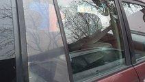 Dezmembrez macara geam usa dreapta spate Toyota La...