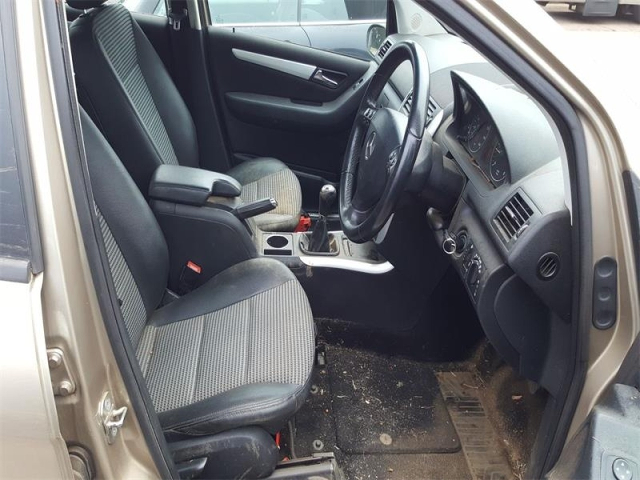 Dezmembrez Mercedes A-CLASS W169 2008 Hatchback 180 CDi