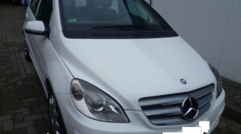 Dezmembrez Mercedes B W245