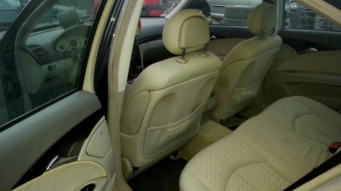 Dezmembrez Mercedes Benz  211 E220CDI  , an fabr. 2003