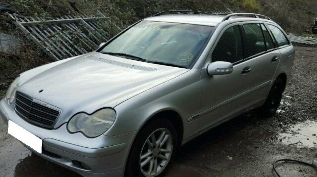 Dezmembrez Mercedes Benz C220 CDI  W203 2.2CDi, an fabr. 2001