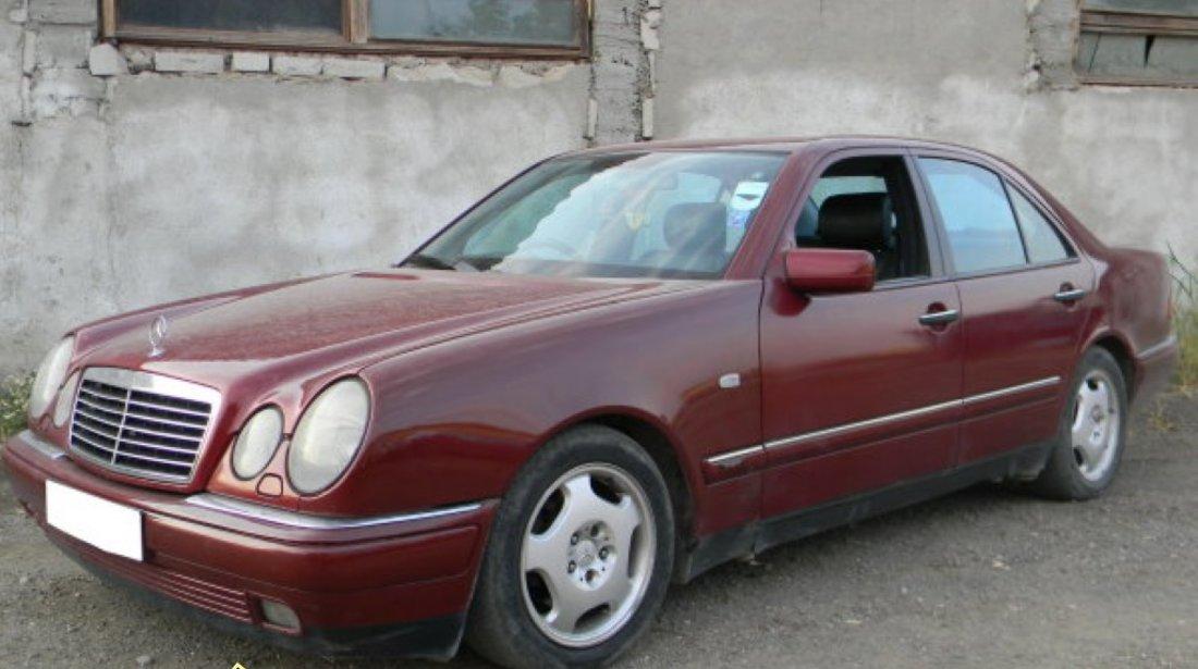 Dezmembrez Mercedes Benz E Class W210 2 2D 2 5TD 2 9TD si 2 4i sedan