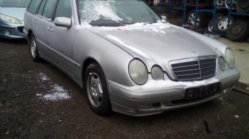 Dezmembrez Mercedes-Benz E-Class W210, an 2000, motorizare E 220 CDI
