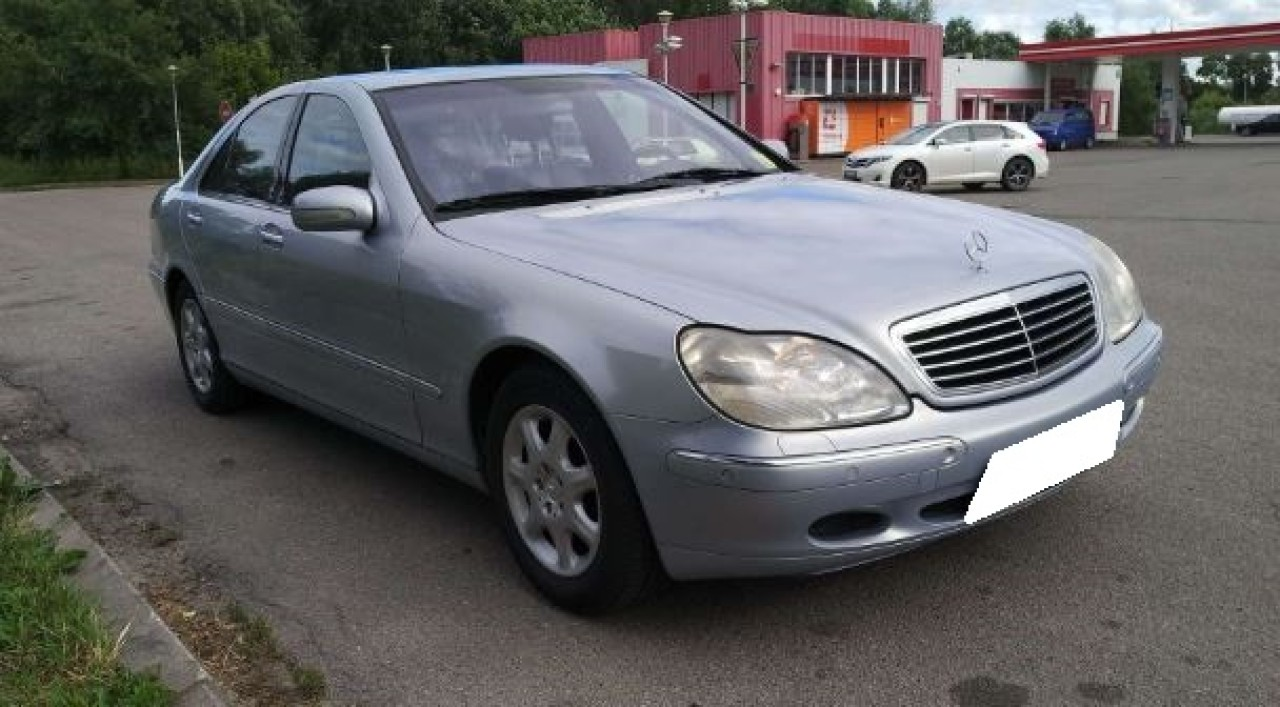 Dezmembrez Mercedes Benz  S320 W220, an fabr. 1999