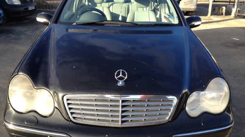 Dezmembrez Mercedes C 220 Diesel motorina 2003