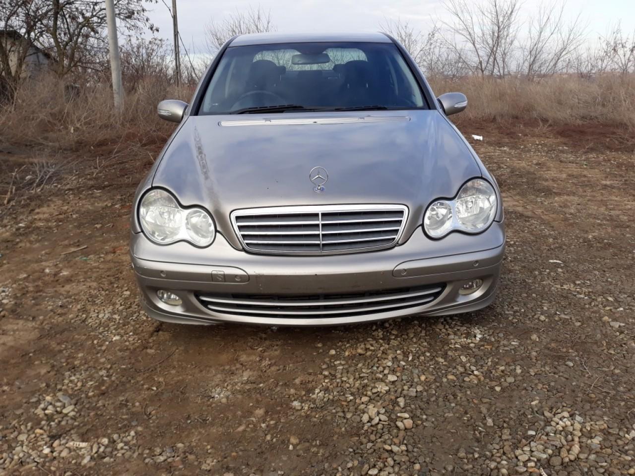 Dezmembrez Mercedes C-CLASS W203 2004 berlina 2.2