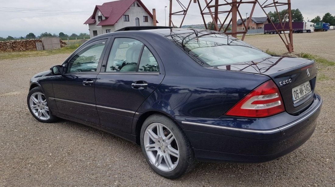 Dezmembrez Mercedes C-CLASS W203 2006 berlina 2.2