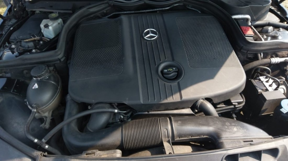 Dezmembrez Mercedes C-Class W204 2011 Berlina 2.2 cdi om 651