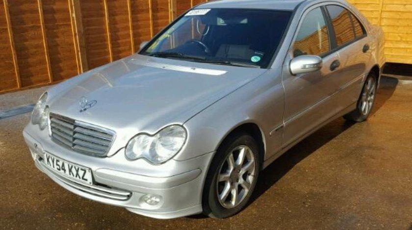 Dezmembrez Mercedes C (W203) 2.2cdi