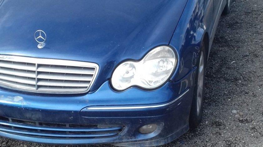 Dezmembrez Mercedes C W203 facelift 2.2 automat