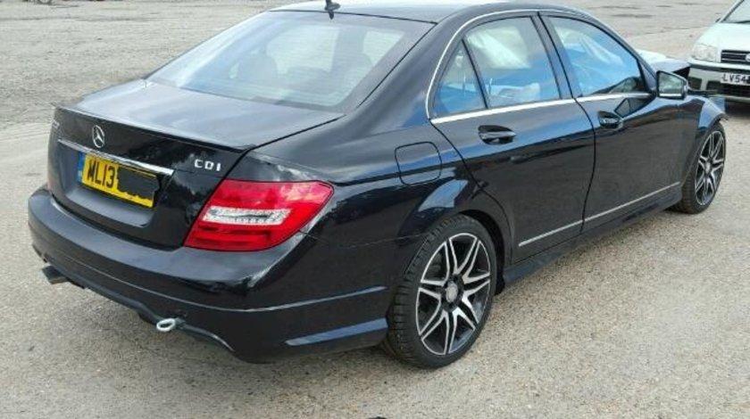 Dezmembrez Mercedes C220 2.2cdi