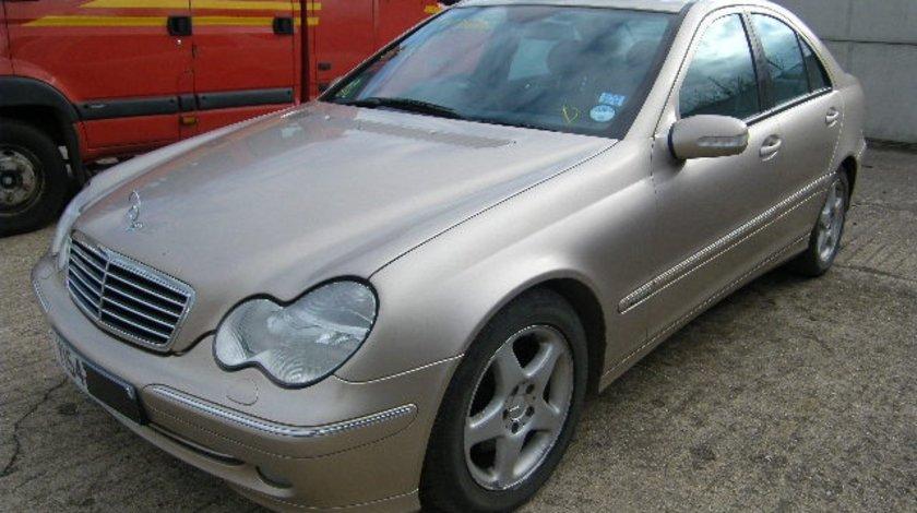 Dezmembrez mercedes c270cdi an 2004