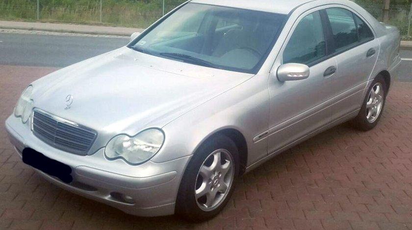 Dezmembrez Mercedes Cclass W203 2.2CDI, an 2002