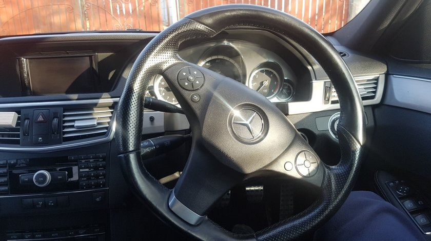 Dezmembrez Mercedes E 200 BlueEfficiency 2011 AMG