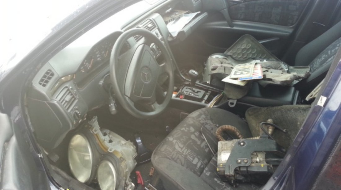 Dezmembrez Mercedes e 290d automat An 1998