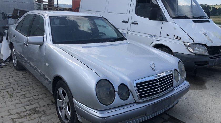 Dezmembrez Mercedes E-Class 3.0td E300 W210 1999-2003