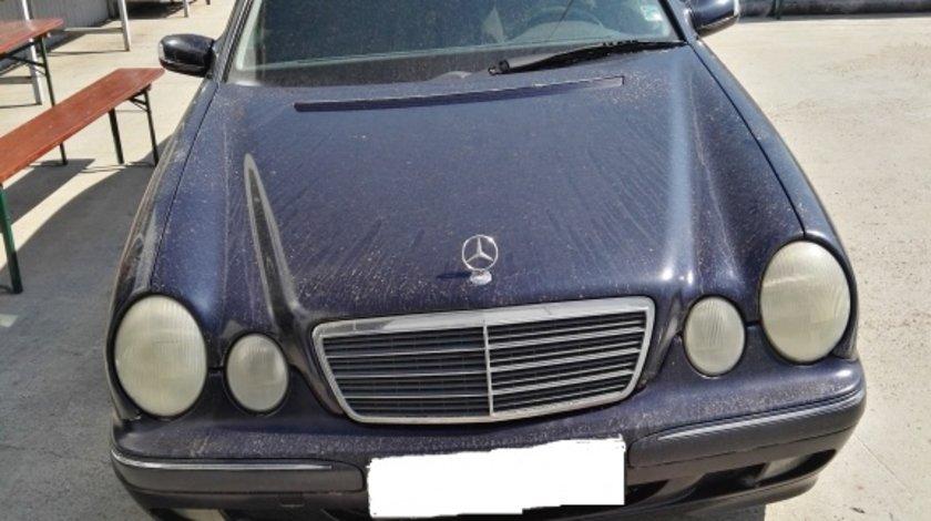 Dezmembrez Mercedes E Class w210 2.2 cdi 2001