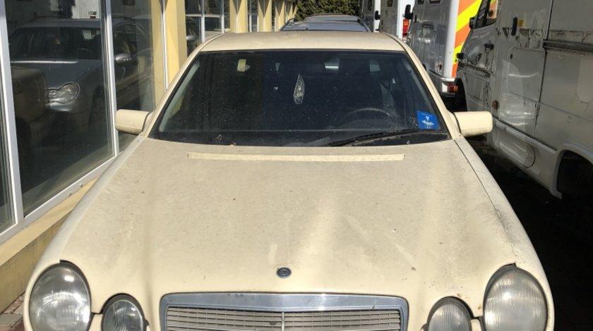 Dezmembrez Mercedes E Class W210 2,2CDI