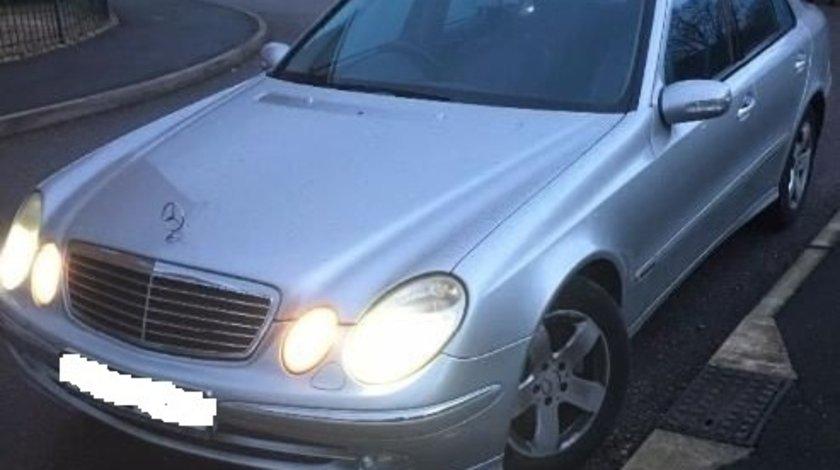 Dezmembrez Mercedes E200 CDI W211 271946