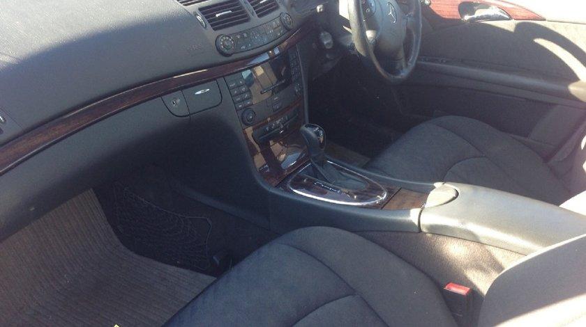Dezmembrez Mercedes E220 cdi 2004 W211