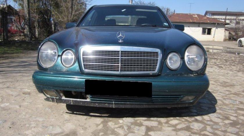 Dezmembrez Mercedes E220 W210