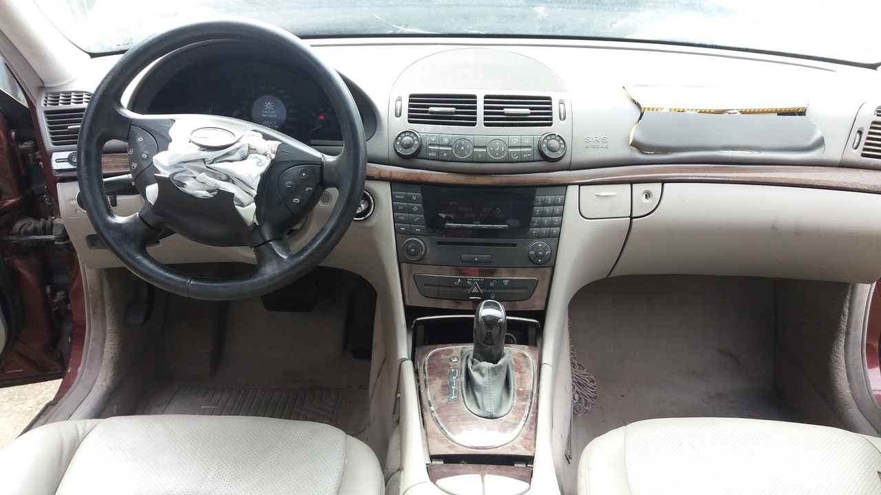 Dezmembrez Mercedes E240 W211 2.6i