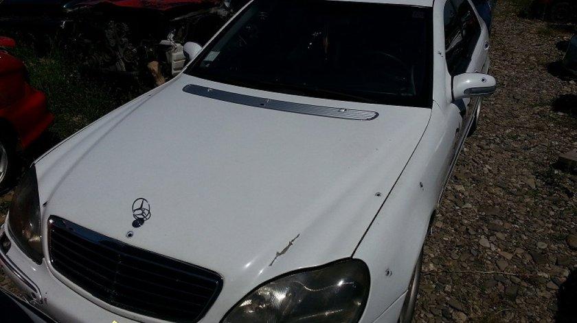 Dezmembrez Mercedes S 320 din 2001
