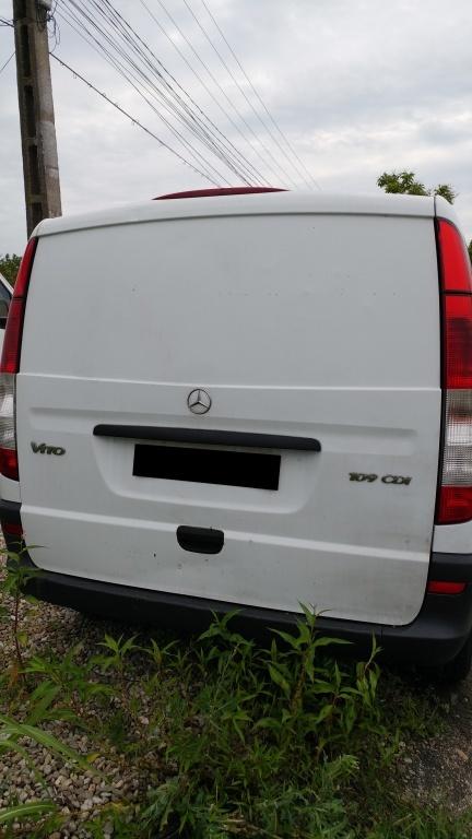 Dezmembrez Mercedes VITO 2005 duba 2.2