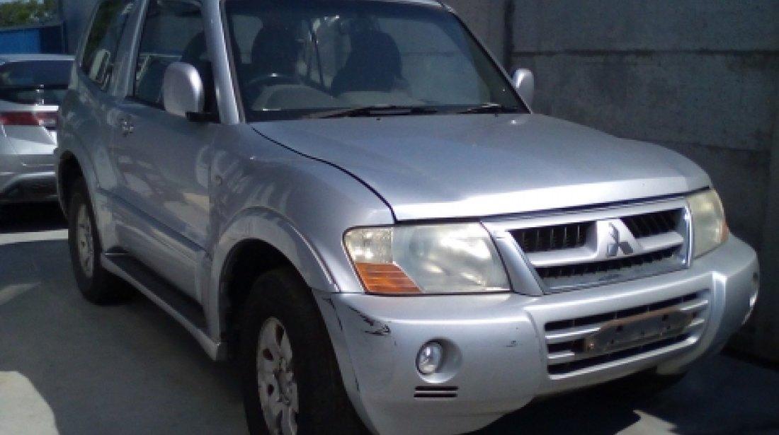 Dezmembrez Mitsubishi Pajero III, an 2007, motorizare 3.2 D 4WD