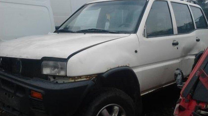 Dezmembrez Nissan terano motor 2663 74 kw 101 c p An 1995