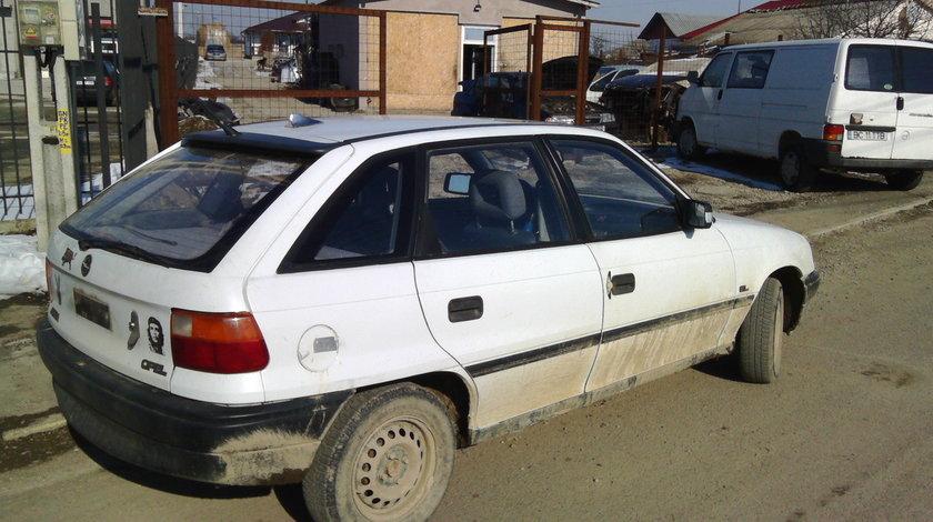 Dezmembrez Opel Astra F 1.4 Benzina