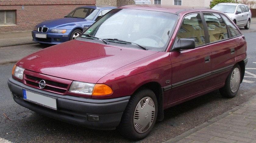 Dezmembrez Opel Astra F an fabr. 1993, 1.4i
