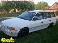 Dezmembrez Opel Astra F Combi motor 1 6 benzina an 92
