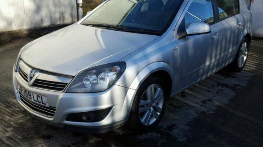 Dezmembrez Opel Astra H, 1.6b 2009