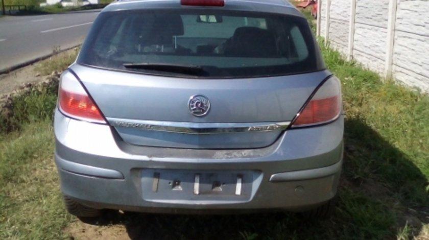 Dezmembrez Opel  Astra H ,an 2004