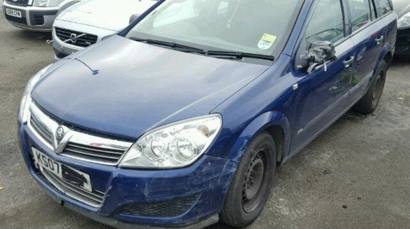 Dezmembrez Opel Astra H combi, 1.3cdti