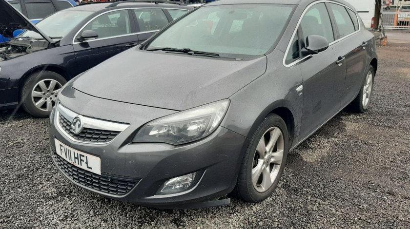 Dezmembrez Opel Astra J 2011 Hatchback 2.0 CDTI