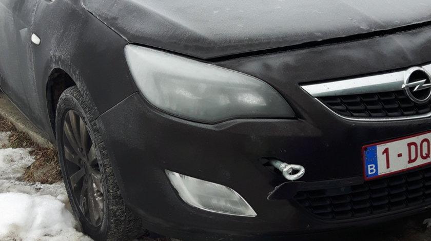 Dezmembrez Opel Astra J Caravan 1.7CDTI cod motor A17DTE 2010
