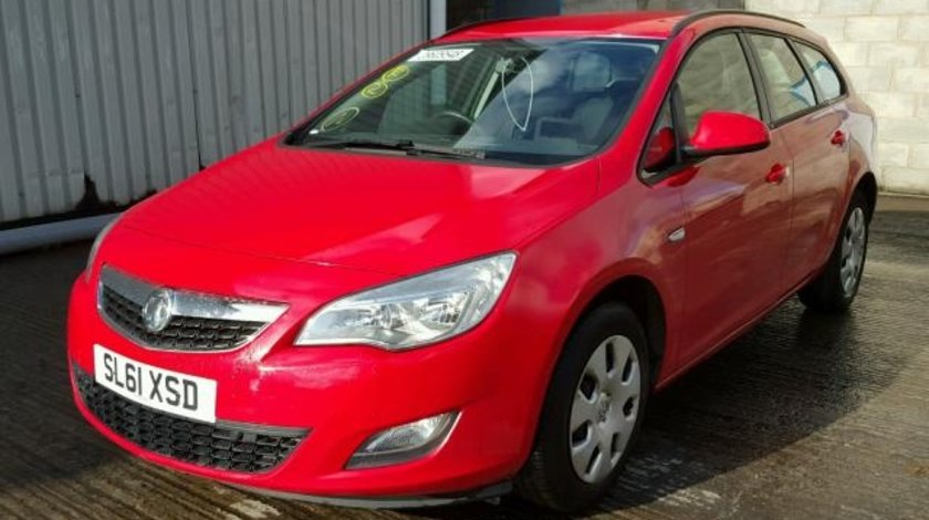 Dezmembrez Opel Astra J combi