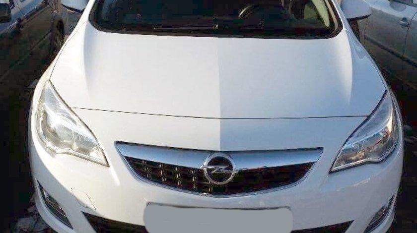 Dezmembrez Opel Astra J