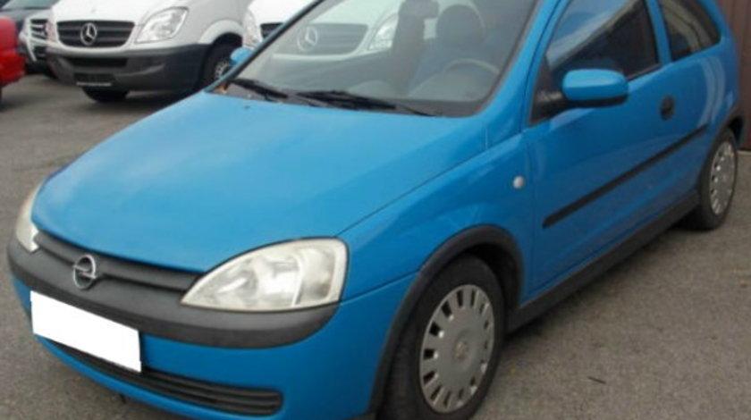 Dezmembrez Opel Corsa C 1 7 DTI hatchback 2+1 usi ,2004