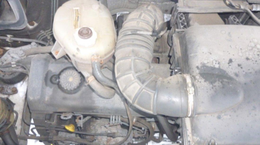 Dezmembrez Opel Movano